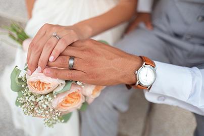 bride-groom-wedding-rings