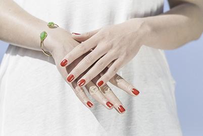 red-nails-green-bracelet