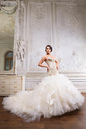 woman wearing mermaid tulle wedding dress